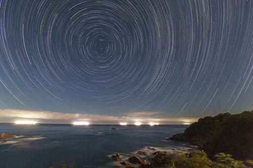日本海と星空