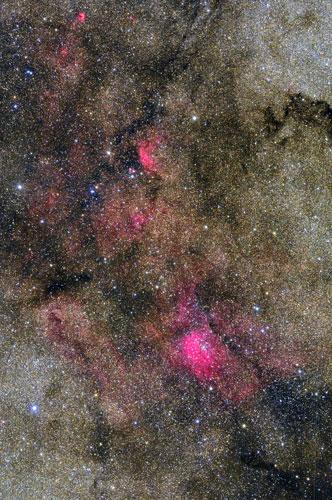 こぎつね座の星雲