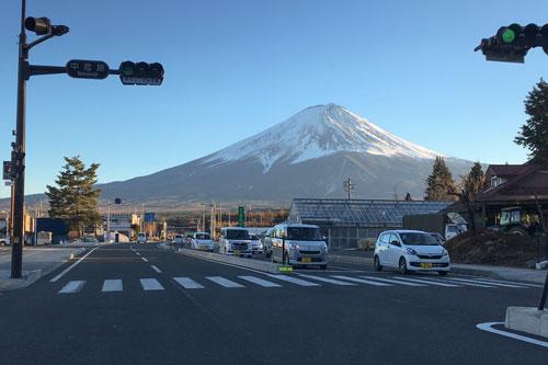 富士吉田市と富士山