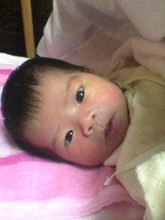 2,812g、47cmで誕生。生後11日目のmyベビです。