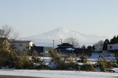 早春の鳥海山