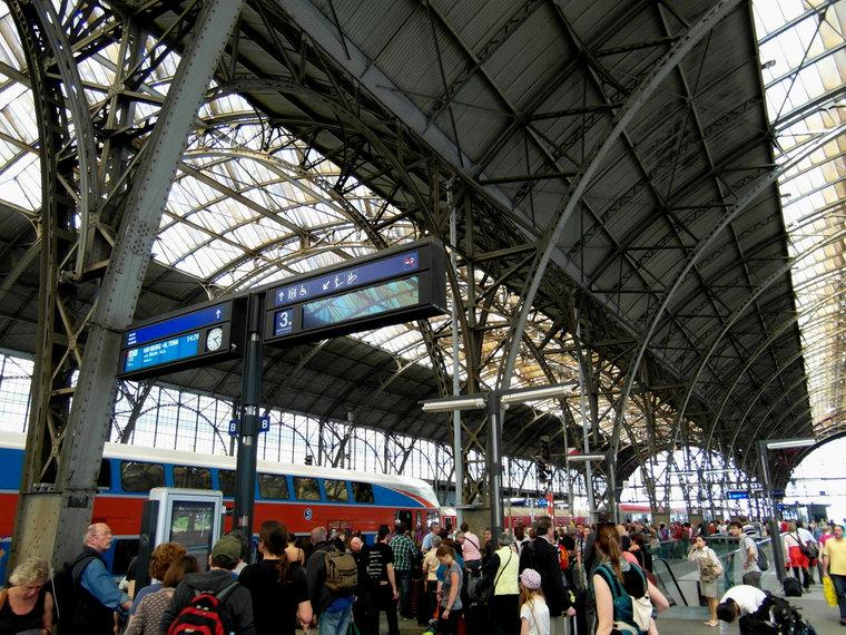 27-czech_republic-prague_hlavni_nadrazi_station-_c_ingolf_flickr-no_commercial_use-7509559528-d3b61.jpg