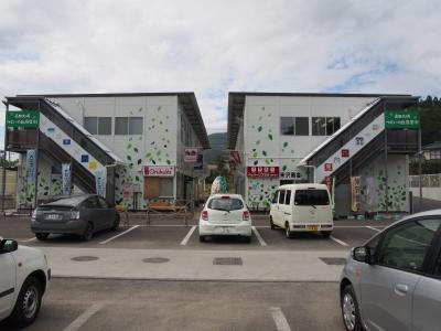 つどいの丘商店街。右側2FにSAVE TAKATA様のオフィス