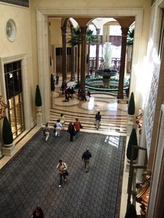 カジノからホテルロビーへの回廊