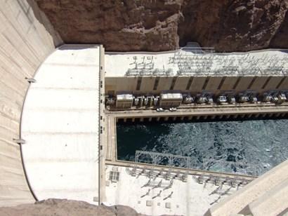 ダムの下流