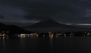 湖山亭うぶや 窓からの夜景