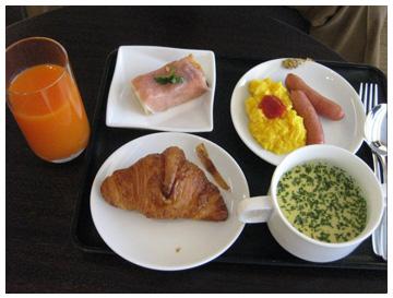 ラウンジの朝ごはん
