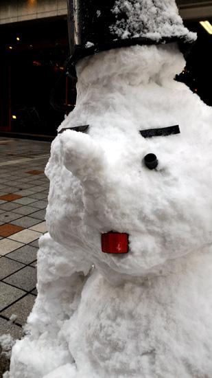 なかなかのハンサム雪だるまさん☆