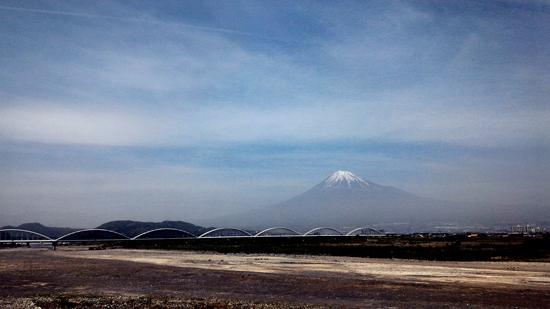 裾野まで広がる富士山
