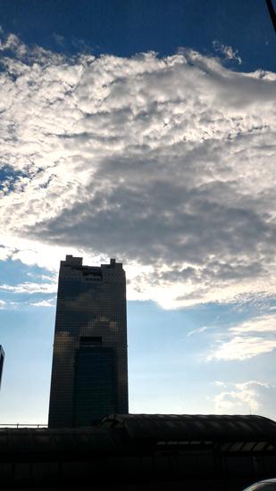 高いビルに圧倒されながら♪♪♪
