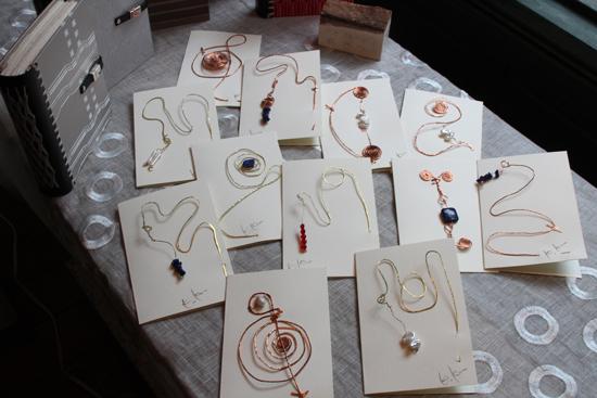 原石と遊ぶカードたち