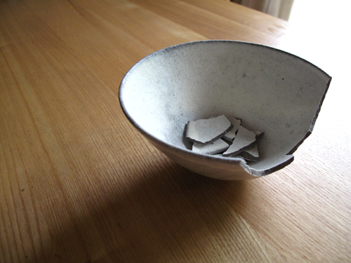割れた茶碗