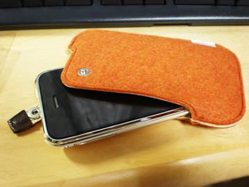 iPhone in フェルトケース