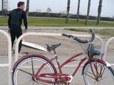 クリフスに、渋い自転車でこれまた渋い板を持って来たおっさん。