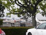 レンタカー屋は、もろ、飛行場の側!!