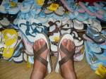 YUSUKEが履いてみました。日焼けと毛で汚い足ですみません。