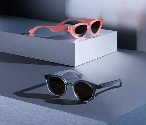 05-mykita-maison-margiela-campaign-2019-05-mmraw013-raw-smoke-raw-brown-solid-mmraw015-raw-misty-peach-raw-green-solid-srgb-01[1].jpg