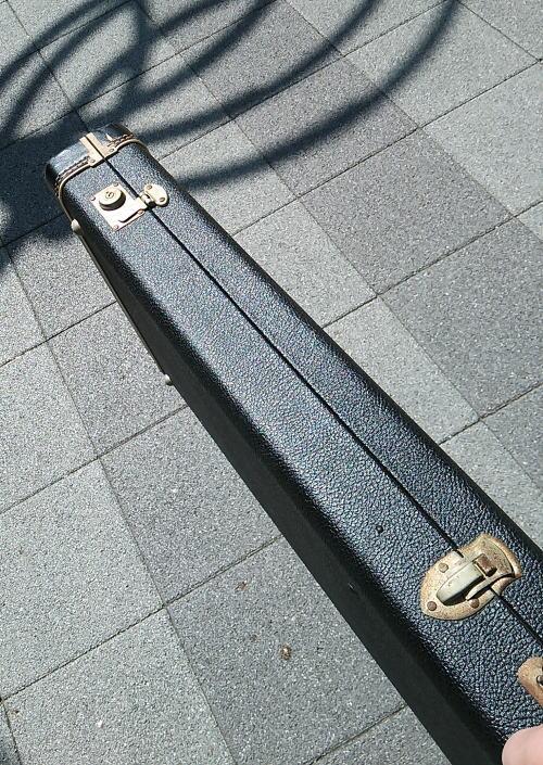 重いベースギター