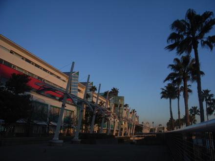 南港の夕景