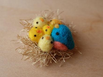 はねつきりんご小鳥の巣ブローチ