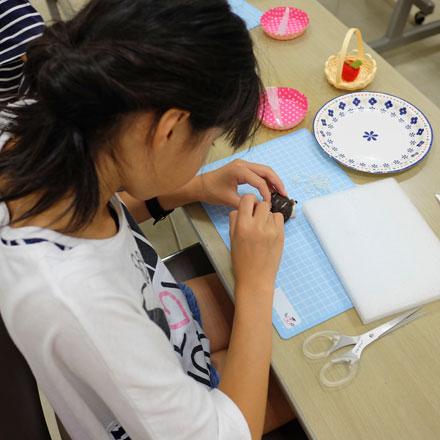 はねつきりんご奈良登美ヶ丘産経学園羊毛フェルト講座夏休み1DAYレッスンはりねずみ風景