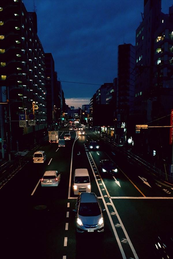 夕暮れの国道