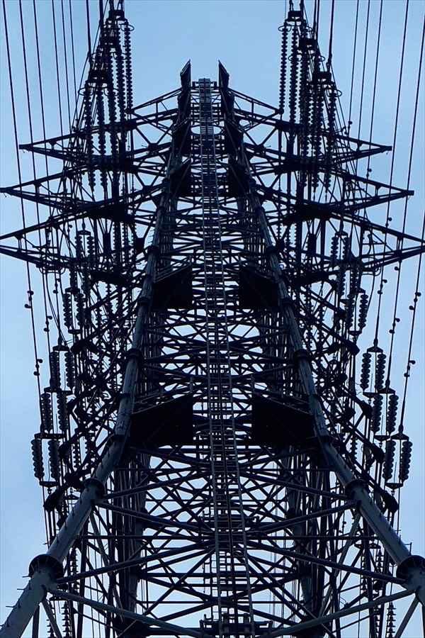 雨上がりの鉄塔