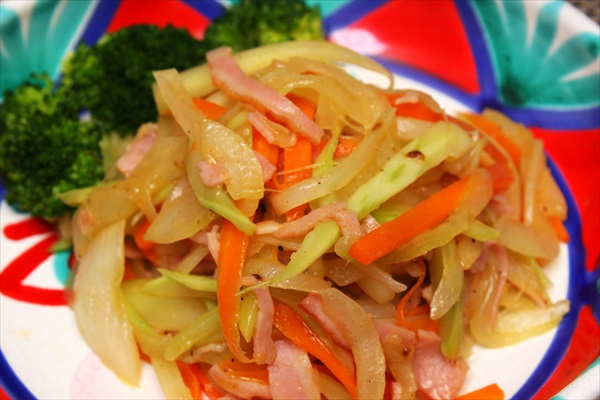 マキシマムでブロッコリーの茎の炒め物