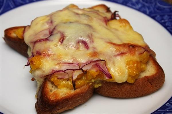 嶽きみのマヨチーズトースト
