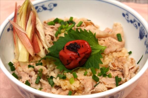豚バラ肉のにんにく炊き込みご飯
