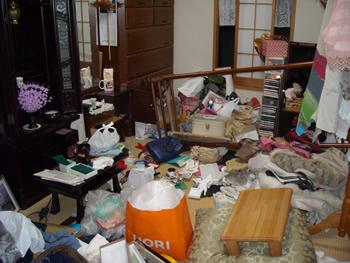泥棒に荒らされたお部屋