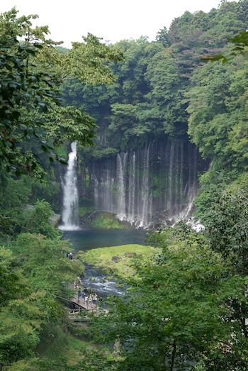 その後ワンコも連れて白糸の滝へ。