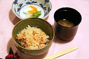 桜海老の釜飯となめこ汁