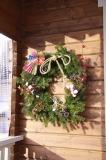 キャビンのクリスマスリース。お正月飾りも兼ねたデザインのようです。
