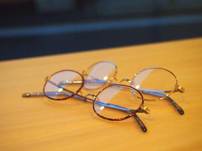 他に丸眼鏡もあります。
