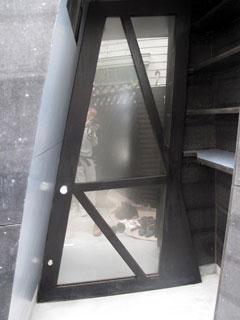 玄関開き戸1