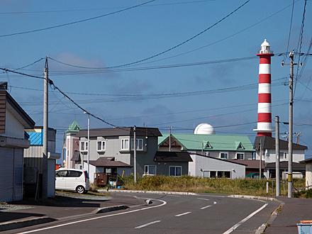 行く手に見えるノシャップ灯台
