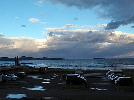 海側の部屋から見た風景 雲は多いが青空もある