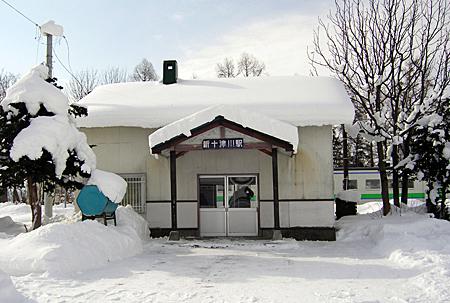 雪に覆われた新十津川駅