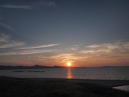 スコトンの向こう側に沈む夕日