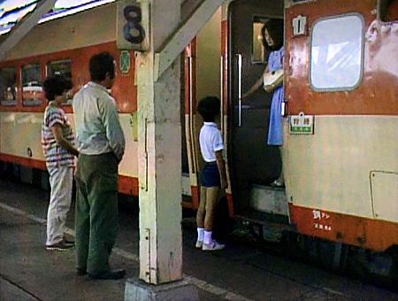 富良野駅のホームと列車