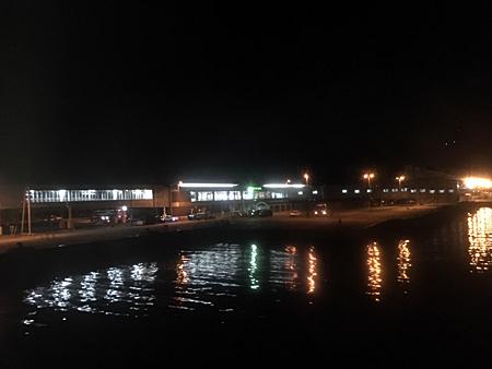 夜の稚内フェリーターミナル 船の上から