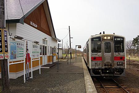浜中駅のホームと列車