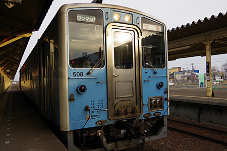 釧路駅で出発を待つ列車