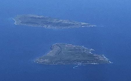 海の上に島が二つ