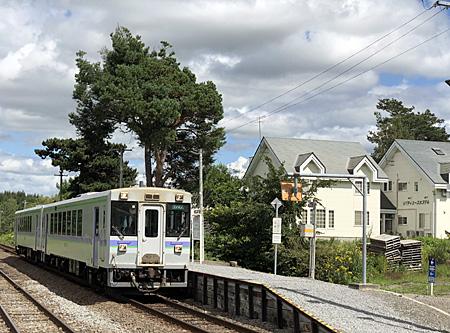 美馬牛駅とユースの建物