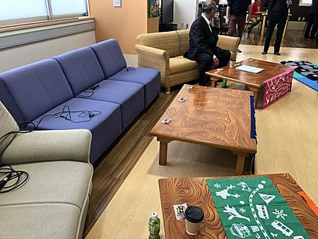 会場のソファー