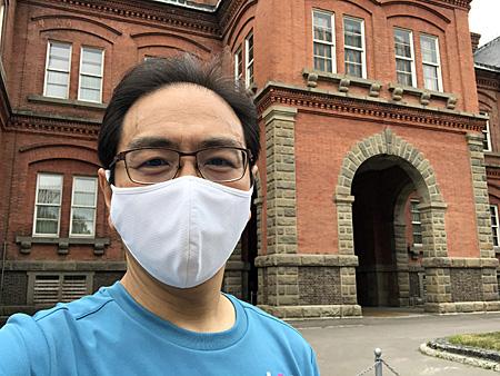 マスク着用の自撮り