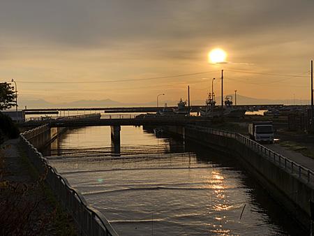 朝焼けの漁港