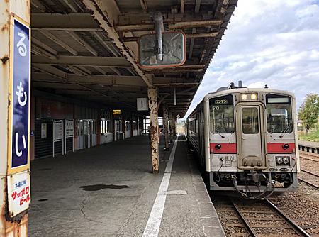 留萌駅に停車中の列車